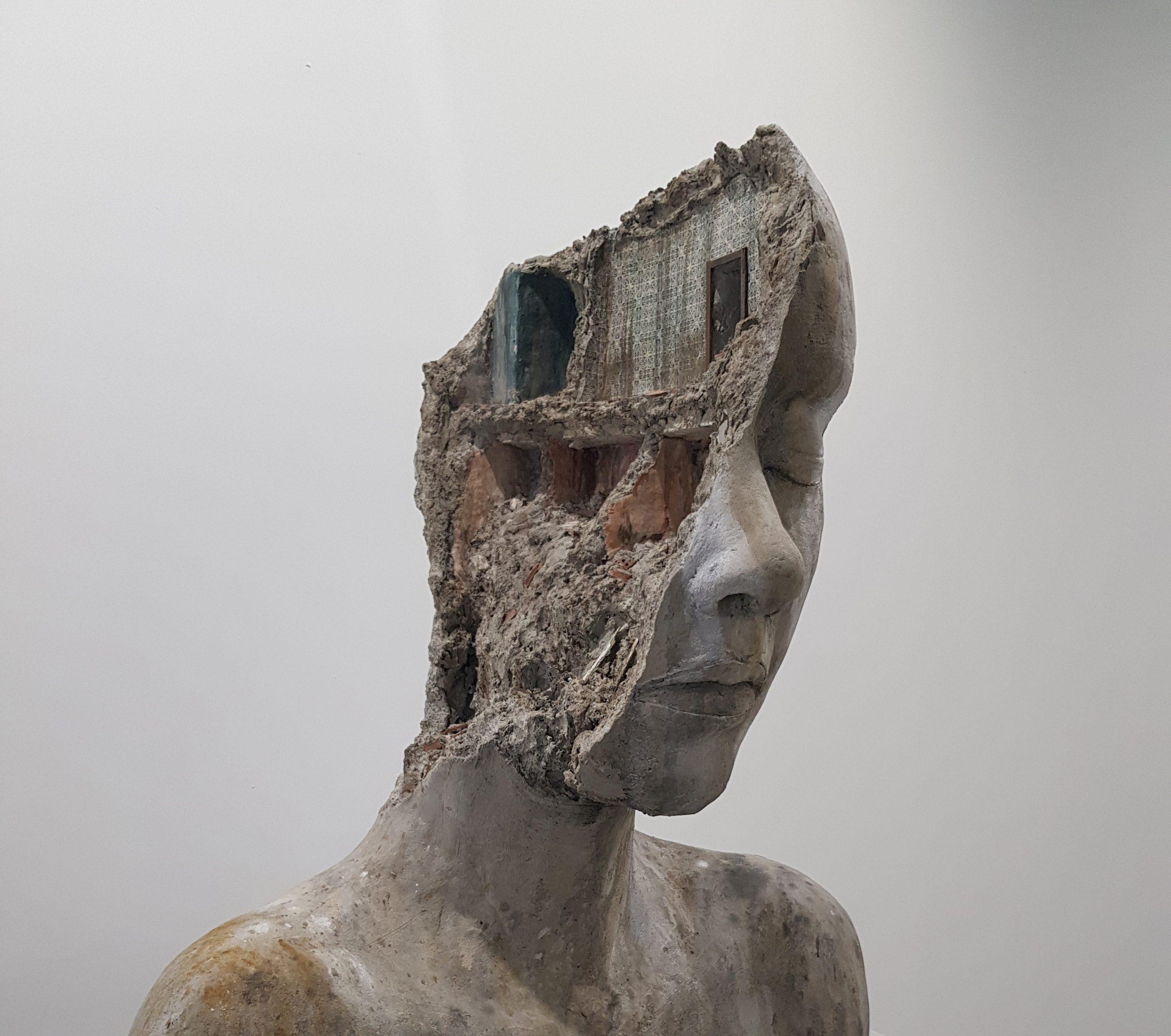 A photo of the sculpture En decontruccio 1 by artist Tania Font @Vegap / Kuvasto 2021